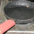 Що ви знаєте про те, як очистити сковороду від жиру?
