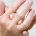 Як лікувати оніміння пальців: діагностика, причини