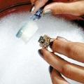 Як почистити срібло нашатирним спиртом? Як чистити срібло в домашніх умовах нашатирним спиртом?