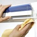 Як помити жалюзі з тканини?