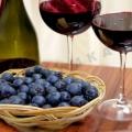 Як робити домашнє вино з чорноплідної горобини: практичні поради
