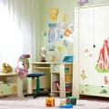 Як красиво розставити меблі в дитячій спальні?