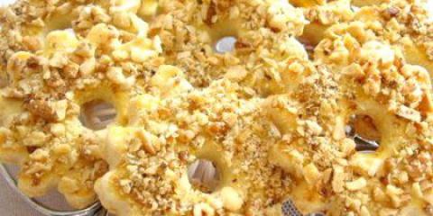 Як робити пісочне печиво з горішками?