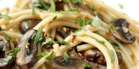 Як приготувати макарони з грибами смачно і швидко?