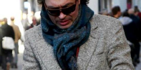 Як пов'язати хустку на пальто чоловікові?