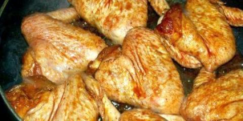 Як смачно і правильно посмажити курку на сковороді?