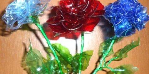 Як зробити квіти з пляшок?